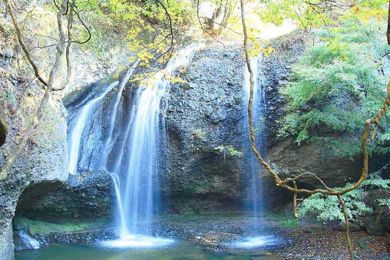 茨城の絶景スポットを望むそば屋さん!「月待の滝・もみじ苑」で流しそうめんとかき氷を堪能♪
