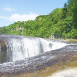 新緑の季節も紅葉の季節も楽しめる「吹割の滝」 のんびりと散策できるコースをご案内