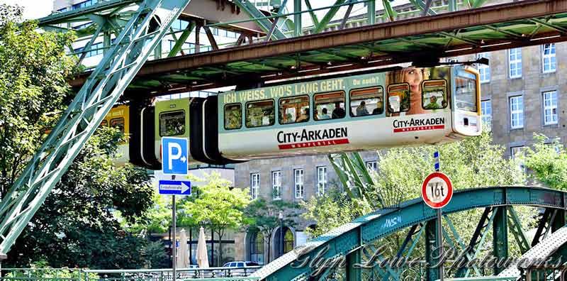 世界最古の懸垂式モノレール「ヴッパータール空中鉄道」