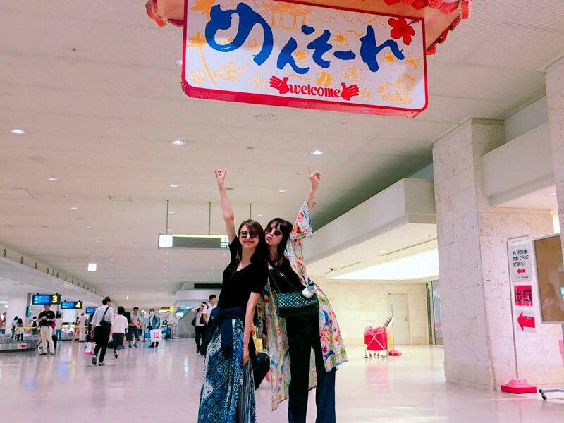 沖縄。左から美優、鹿沼憂妃 ©TBS