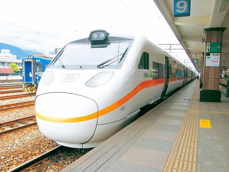 花蓮駅と特急電車