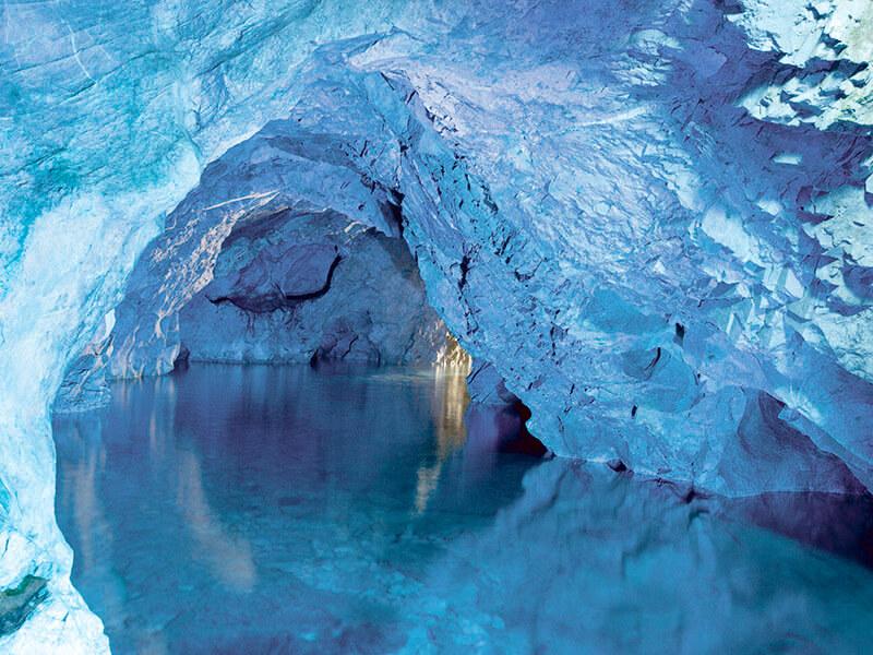 稲積水中鍾乳洞