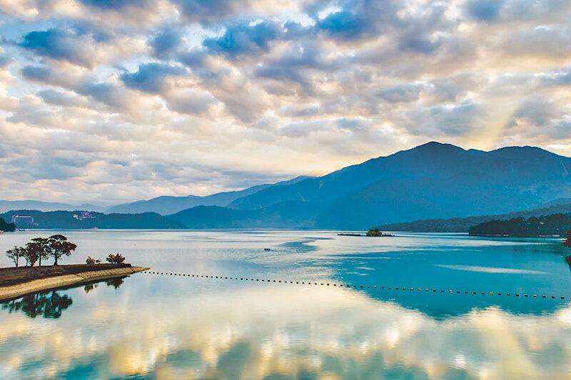 台北からちょっと足を延ばして。台湾最大の淡水湖「日月潭」の絶景を見に行こう!