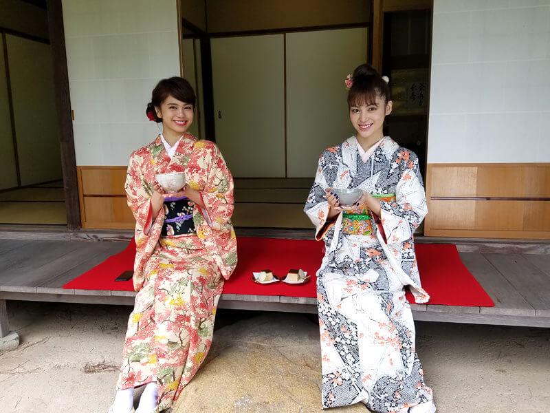 新座敷。左から佐藤晴美、楓 ©TBS