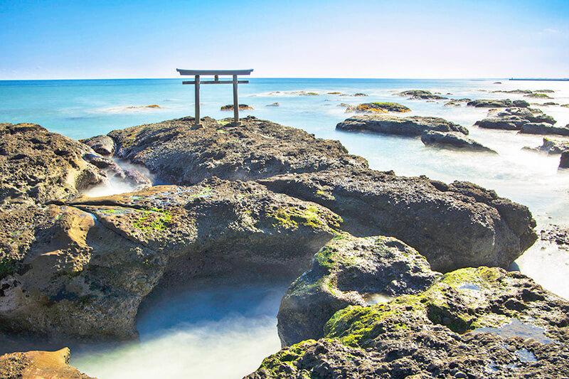 茨城県・大洗磯前神社の「神磯の鳥居」でパワーチャージ!鳥居&海の絶景を楽しもう!