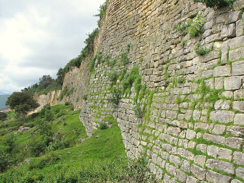 クエラップ遺跡の高い壁