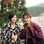 注目女優・古畑星夏と春川芽生が秋の箱根・芦ノ湖へ。芸術の秋を存分に楽しむ。