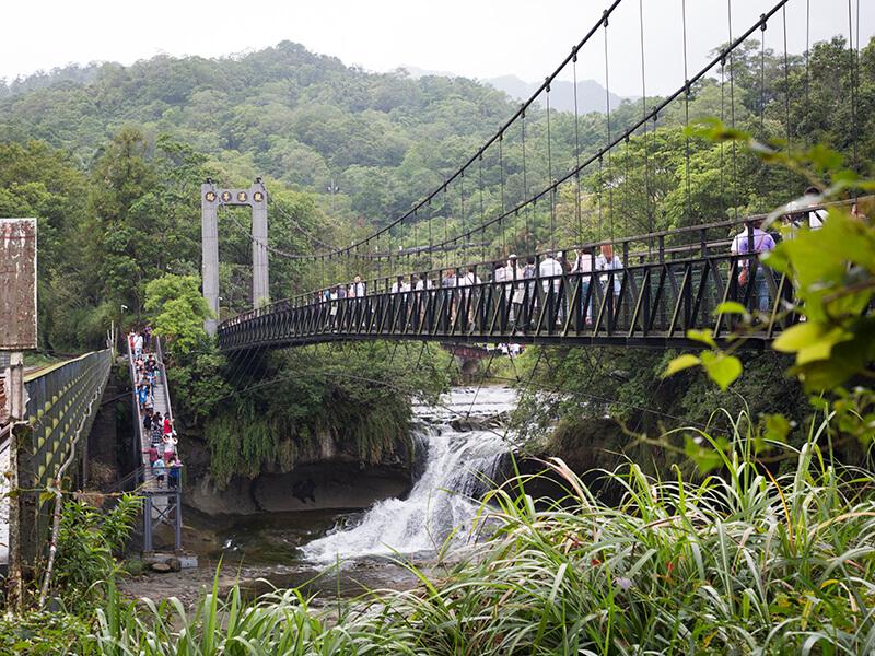 十分瀑布の吊橋