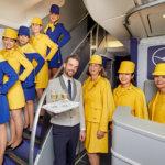 70年代レトロなミニスカ制服でCAがサービス!ルフトハンザ航空で夢のフライトが実現しました♪