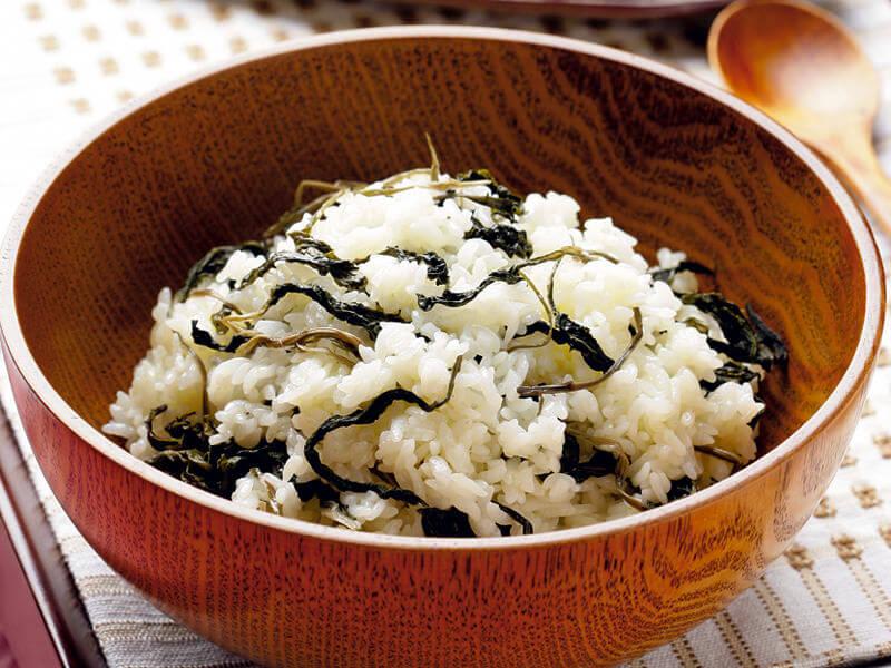 「コンドゥレパッ」は薬味醤油をかけよく混ぜて。写真提供:韓国観光公社