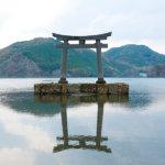 まるで海に浮かぶ鳥居。長崎県対馬市「和多都美(わたつみ)神社」をご紹介
