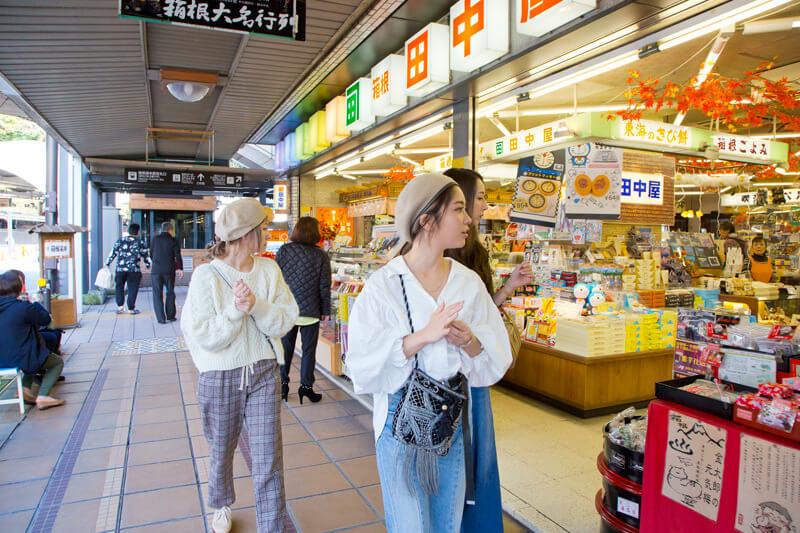 箱根湯本駅前商店街をぶらり