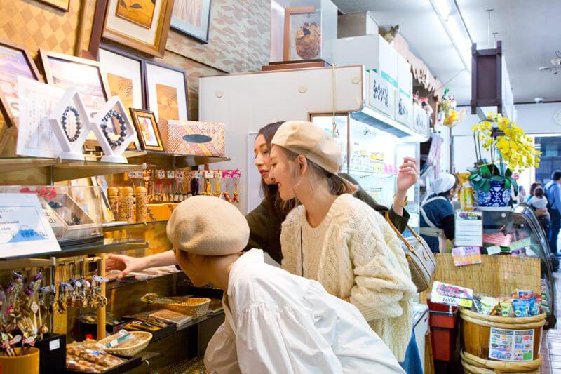箱根の伝統工芸、寄木細工もたくさん