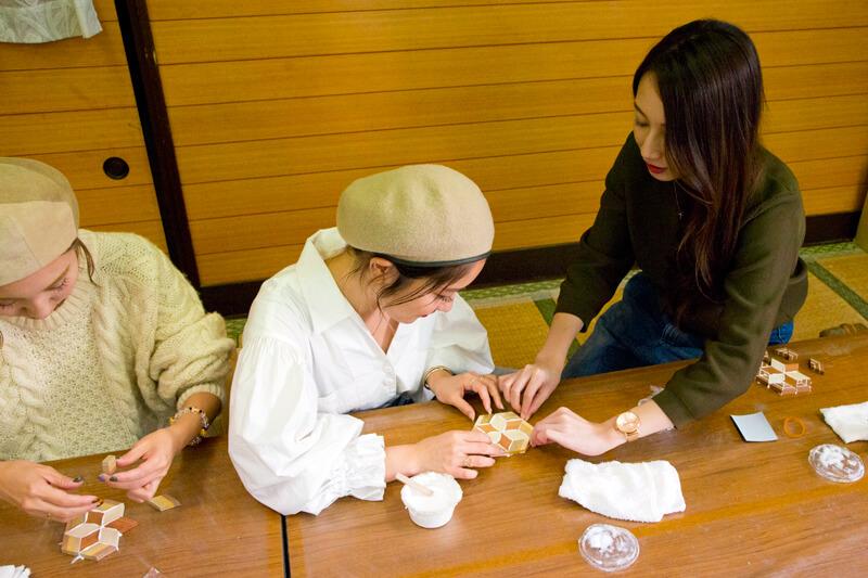 箱根寄木細工|輪ゴムをかける