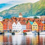 映画『アナと雪の女王』のモデル!三角屋根の木造建築が可愛いノルウェーの世界遺産「ブリッゲン」