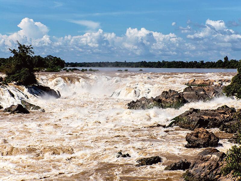 ラオスメコン川のコーンパペンの滝