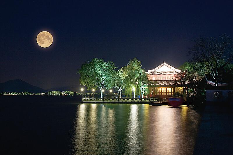 月夜の西湖