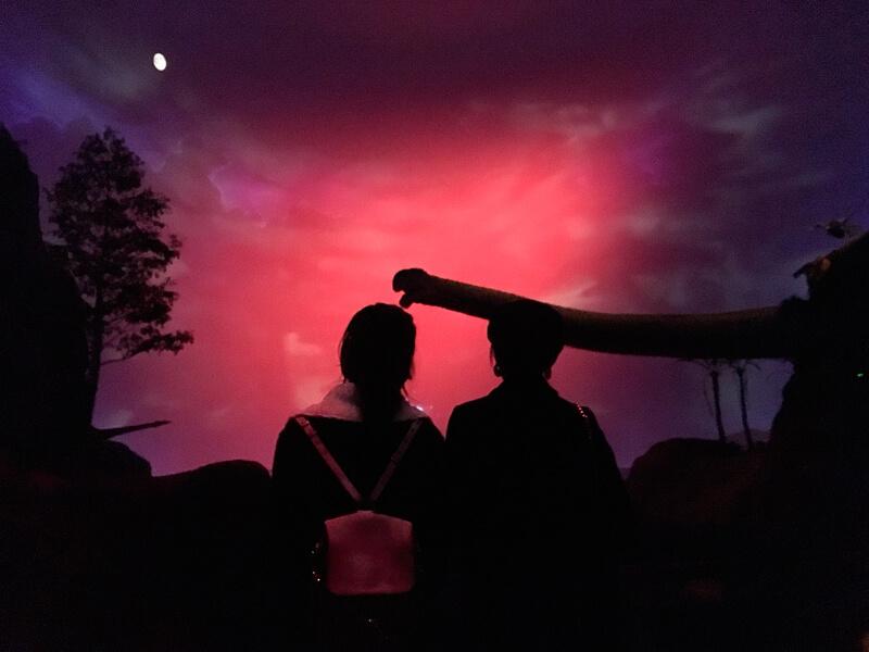 北九州・門司を旅する二人。左から林田岬優、宮田聡子 ©TBS