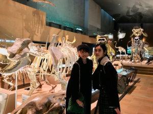 いのちのたび博物館。左から宮田聡子、林田岬優 ©TBS