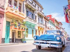 ハバナ、クラシックカーのある街並み