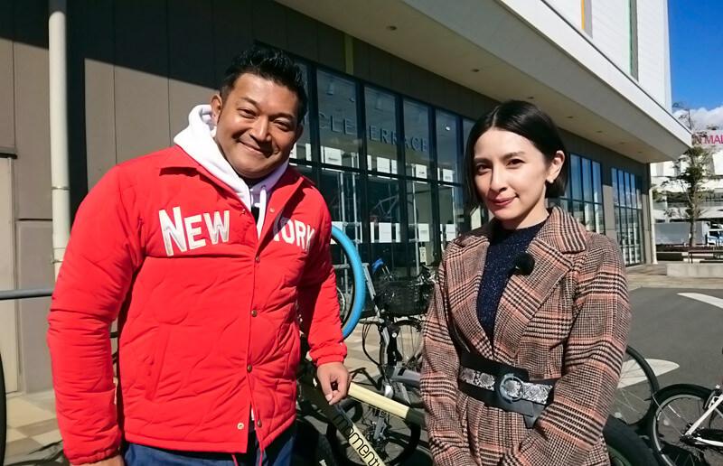 国内最大級の自転車専門店へ。山口智充、奥菜恵 ©関西テレビ