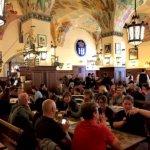 ドイツの世界一有名なビアホール「ホフブロイハウス」は、世界一楽しいビール天国♪