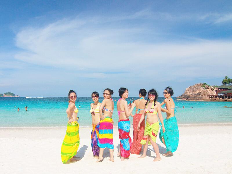 レダン島で写真を撮る女の子たち