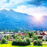 まるで絵本の世界!?夏も冬も楽しめるオーストリアのゼーフェルトが綺麗