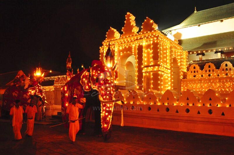 ペラヘラ祭り 仏歯寺