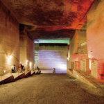 栃木県宇都宮市にある大谷資料館。ロケ地としても有名な巨大地下空間が幻想的!