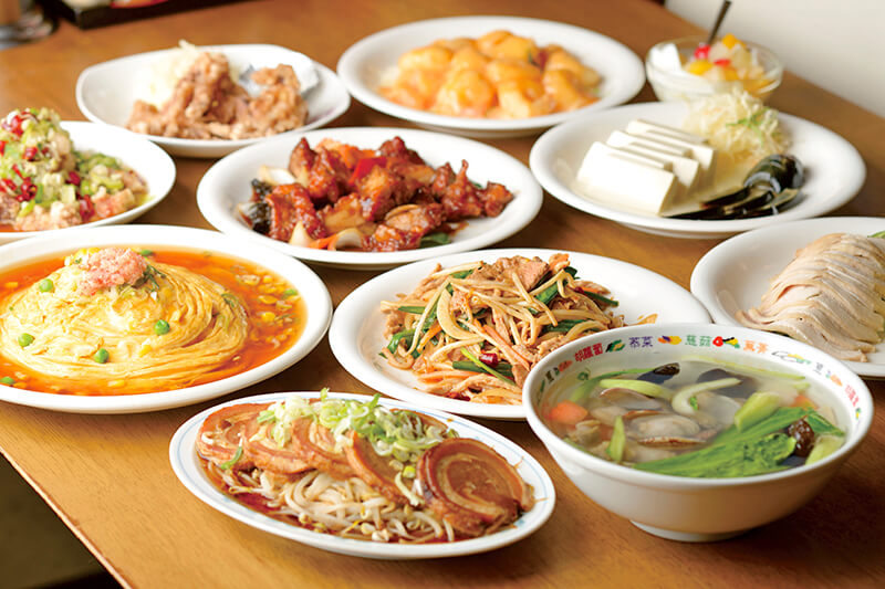 テーブルいっぱいの中華料理