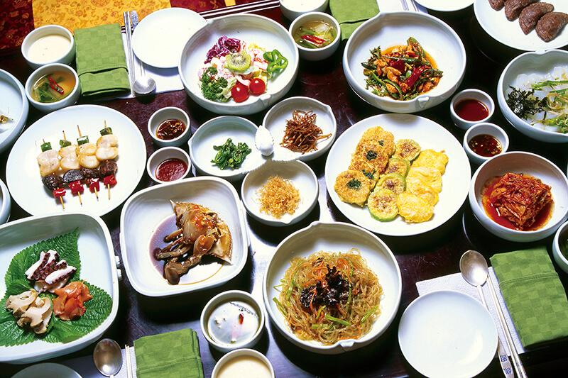 アジア海外旅行に行くなら抑えたい♪食事の基本マナーについて