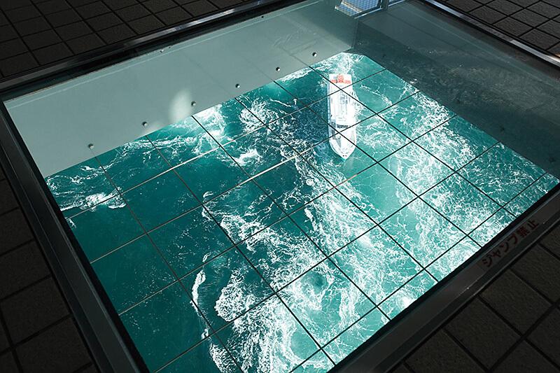「渦の道」展望室