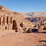 ヨルダンの渓谷に隠れた絶景!ペトラ遺跡は昼も夜も楽しまなきゃ損!