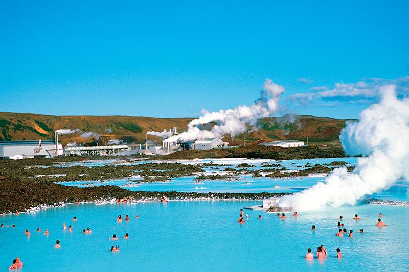 """""""世界最大の露天風呂""""アイスランドの青い温泉「ブルーラグーン」を楽しもう♪"""