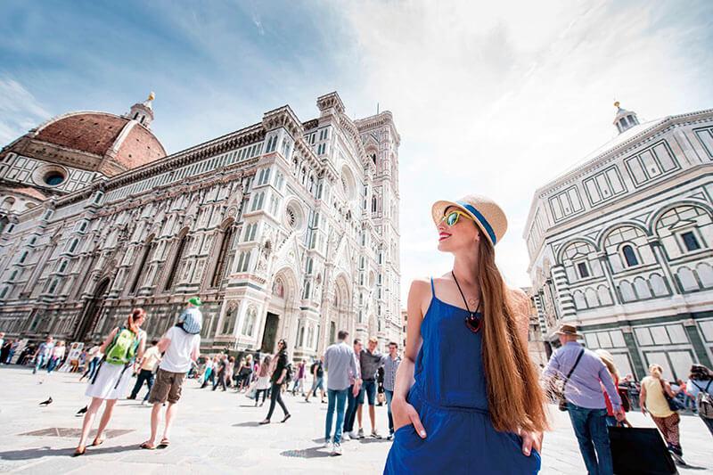 フィレンツェを旅行する女性