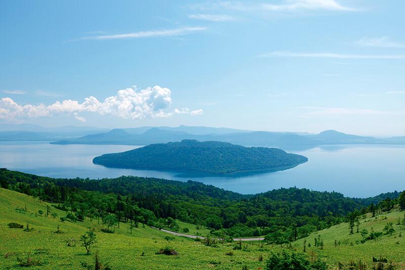 春の北海道の絶景スポット♪コバルトブルーの世界が広がる「屈斜路湖」へ行こう!