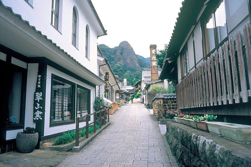 どの季節に出かける?佐賀県「大川内山」美しき伊万里焼の街に行ってみたい!