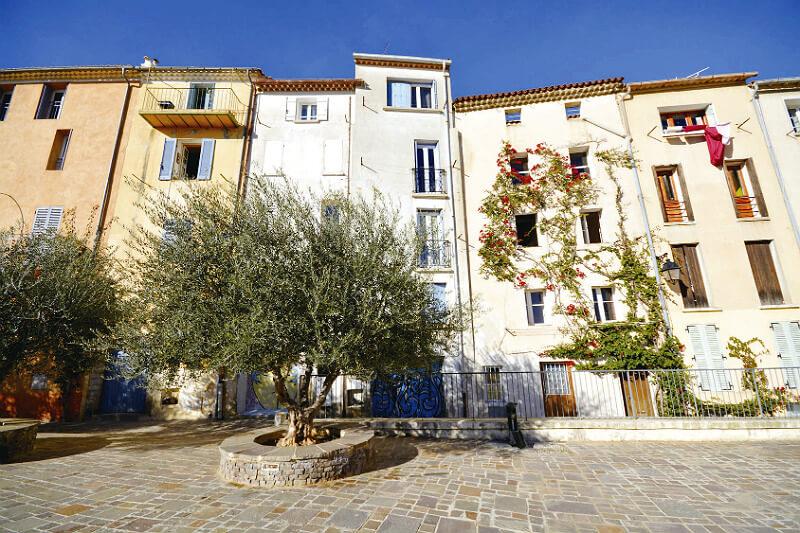 パステルカラーの街に胸キュン♪南フランスの街「イエール」が女子旅にいいかも!