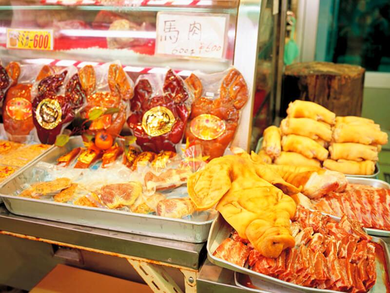 牧志公設市場の肉売り場