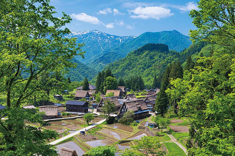 これぞ日本の原風景!合掌造りの小さな集落が集まる世界遺産。富山県「五箇山」