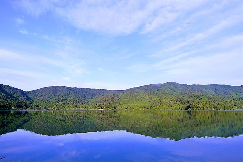 琵琶湖の近くにちっちゃい湖が気になる!滋賀県・余呉湖ってどんなところ?