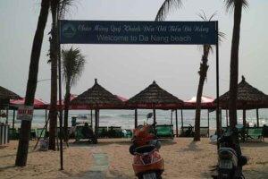 ビーチに並ぶビーチベッド