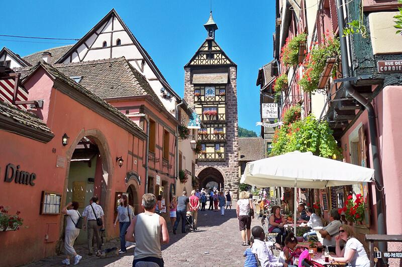 """""""フランスの最も美しい村""""のひとつ「リクヴィール」がカラフルでかわいい♪"""