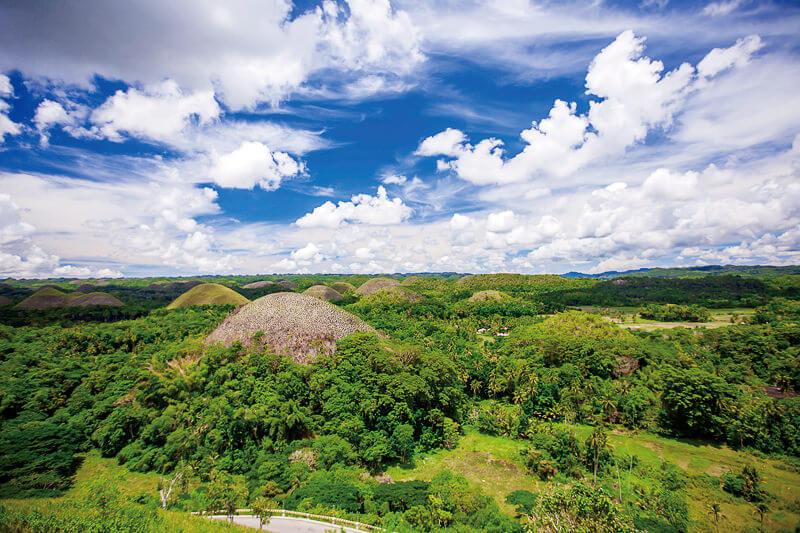 セブ島から日帰りでもOK!フィリピンのボホール島にある世界遺産「チョコレートヒルズ」を見に行こう!