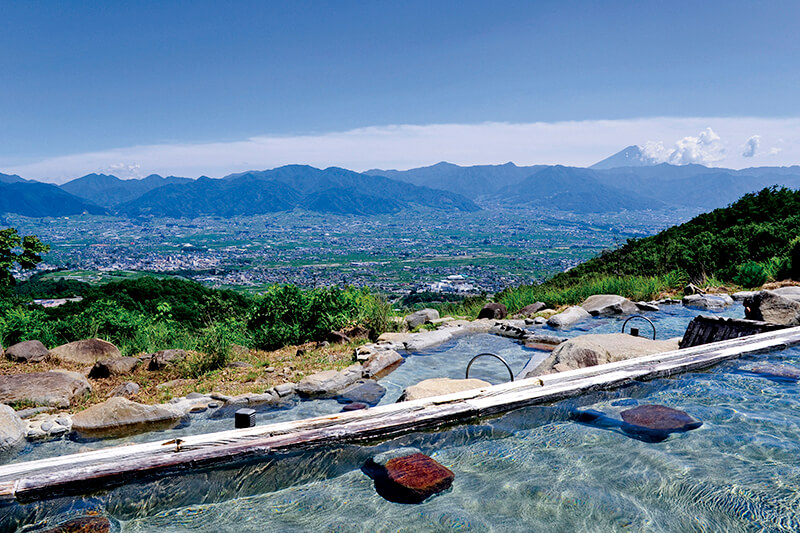 これぞ絶景露天風呂!目の前に富士山、夜は満天の星…山梨県の「ほったらかし温泉」を満喫しよう♪