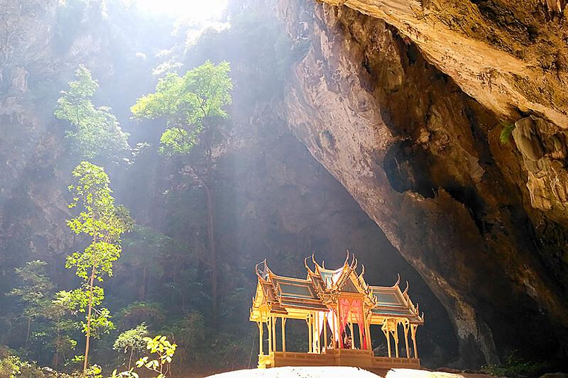 バンコクからわずか3時間!タイ王室御用達の高級リゾート地・ホアヒンで優雅な休日を♪