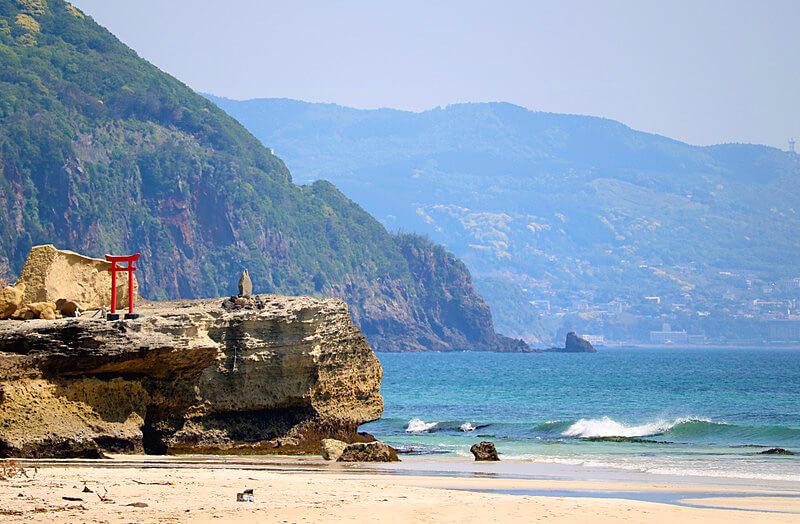 海岸沿いの白浜神社