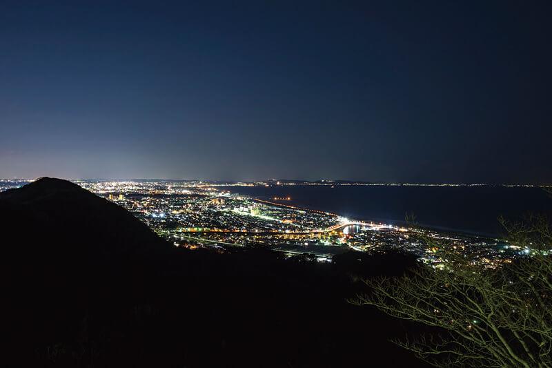 デートスポットにおすすめ!神奈川県の湘南平から見る綺麗な夜景にうっとり♡