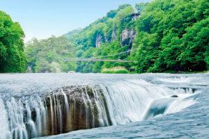 吹割の滝 新緑が映える